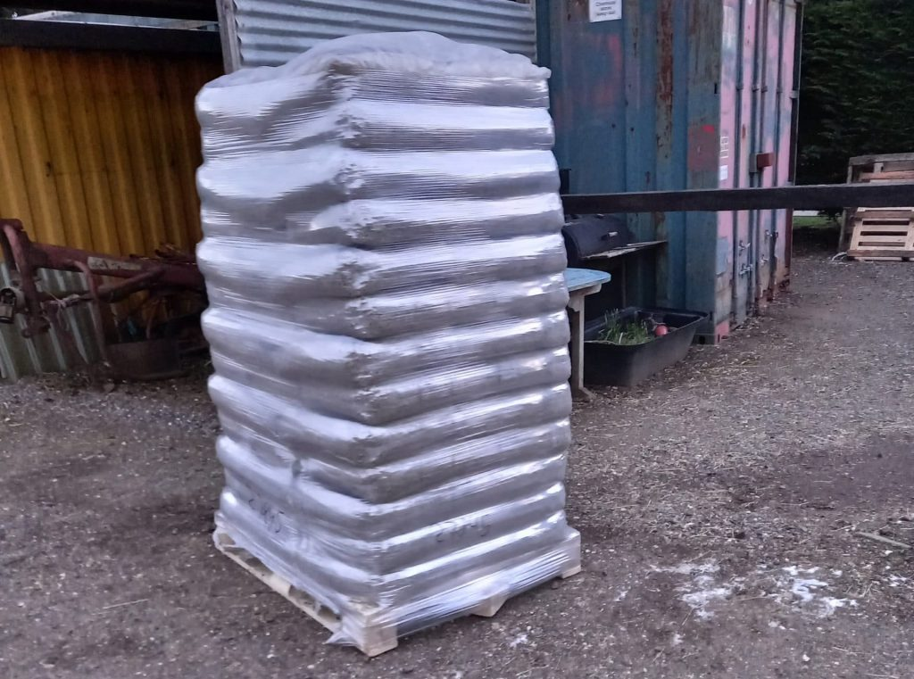 palette de livraison de granulés de bois de qualité supérieure white horse energy