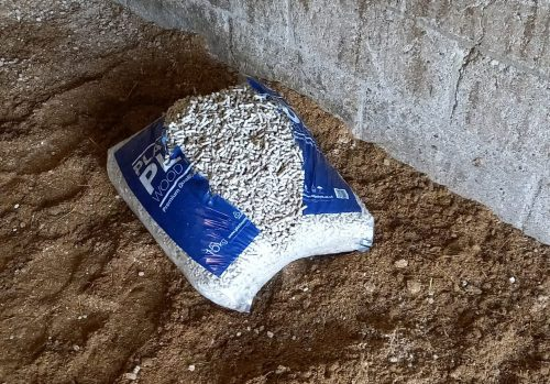 The best way to soak wood pellet bedding